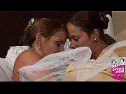 порно лижет попку спящей девушке