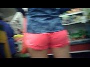 Японская девушка делает миниет