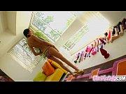 Порно видео красотки в спальне