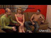 Трансвестит в подземном гараже дает в попку мужику