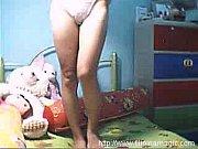 Смотреть онлайн порно девчонку пустили на троих
