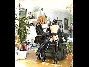 Жена медленно раздевается перед мужем