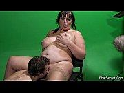 Мать заставляет делать сына кунилингус видео