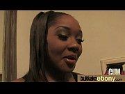Видео учительница показала волосатую пизду под партой