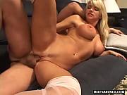 Мужик на порно кастинге нагло и бесцеремонно трахает дамочку в колготках