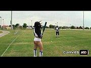 Прелестная девушка раздевается и показывает свое тело в стриптиз порно игре Перебить число