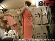 Парень кусает девушке пизду порно