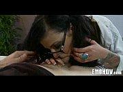 Госпожа унижает раба заставляет его вылизывать свои грязные сапоги видео