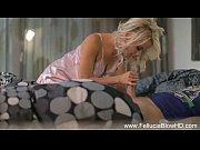Девушки масажируют свои сиськи в масле