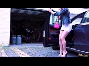 Жесткое видео русские девушки унижают паренька бьют его