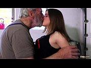Красивым девушкам кончают в рот порно