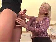 Зрелая женщина соблазнила юнца порно смотреть