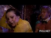 Сын извращенец засовывает своей маме руку в анал видео