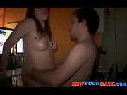 Видео худенькая женщина с большими дойками себя трахает и кончает