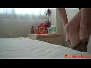 Жопастая чмара шпарит мужика на кровати