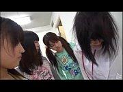 【JSロリ動画】イマドキのJS怖すぎ…まだ幼いイジメっ子たちがターゲットの少女に凌辱レズプレイ
