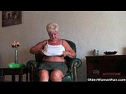 Женщина и леденец в попе видео