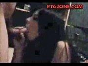 Порно видео: брюнетка отсосала член мужику
