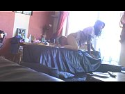 глядеть видео как женщина показывает сиськи