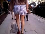 Смотреть как девушка переоделась на улице