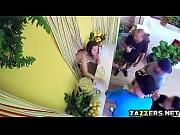 Молодая красивая мамочка показала сыну киску русское