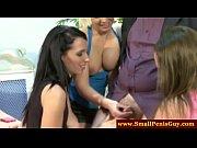 Красивые девушки видео целуют в грудь