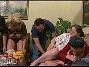 Секс как сын залез маме под одеяло видео