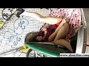 Девушка мастурбирует на камеру домашка
