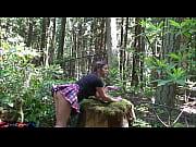 Novinha no mato dando muito
