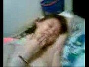 Пока сестра спала брат всунул ей член в пизду видео