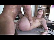 Порно пожилой гинеколог ебет молодую девушку