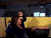 Порно видео телка быстро дрочит парню