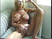 Порно ролик в котором парень на кухне трахает маму своего друга