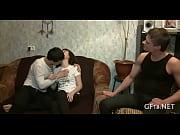 Порно как мама застукала сына за дрочкой