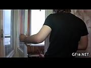 Секс відео мама показує пизду брюнетка