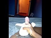 Голая девушка tessa fowler танцует стриптиз перед веб-камерой