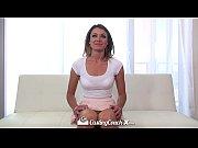 Смотреть короткое видео поцелуй красивых сисястых лизбиянок