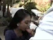 Зрелая мамаша трахается с девочкой