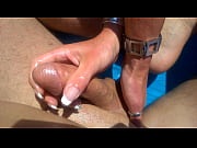 Зрелую толстую бабу негр трахает в жопу