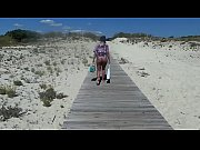 marche nu a la plage.MP4
