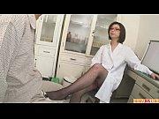 【無修正】患者のチンポに中出しさせる淫乱女医