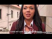 Девушки с большими резиновыми членами трахают девушку видео
