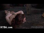 Порно матюрка заставляет лизать