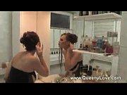 Красивая женщина с хуем трахает подругу