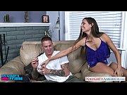 Домашнее порно позирует девушка крупным планом