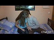 Мужик смотрит секс фильм и дрочит член а жена увидела