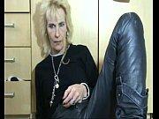 Баба в джинсах дрочит дрочит мужику видео