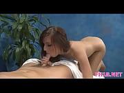 Две русские девушки разговаривают ванной как провести вечер и решили найти парня для жесткого секса в троем порно видео смотреть
