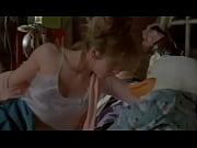 Парень залез к незнакомой девушке под юбку видео в автобусе