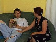 Вылизывает сперму из влагалища подруги видео